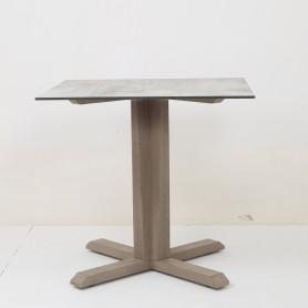 Table pied central SKAAL en teck Duratek - plateau HPL béton ciré